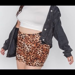 Plus size leopard print shorts